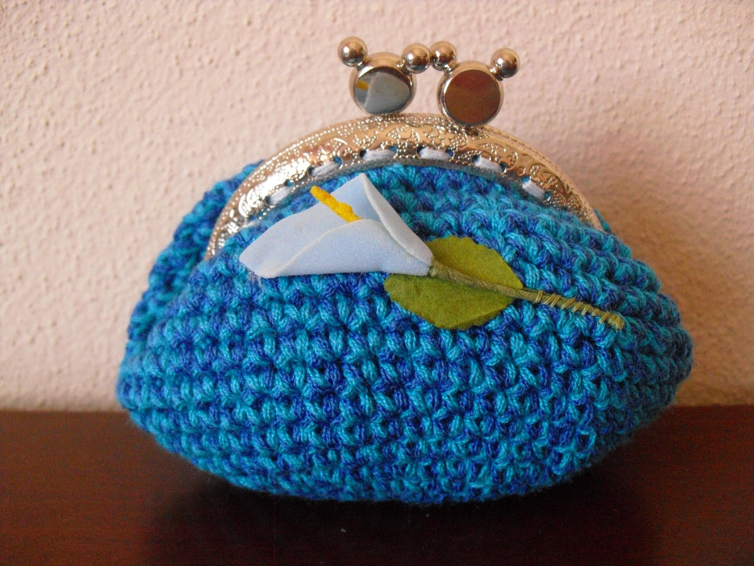 Bolsa azul mesclada, com flor jarro azul aplicada