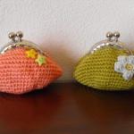 Bolsas em crochet salmão e cor mostarda