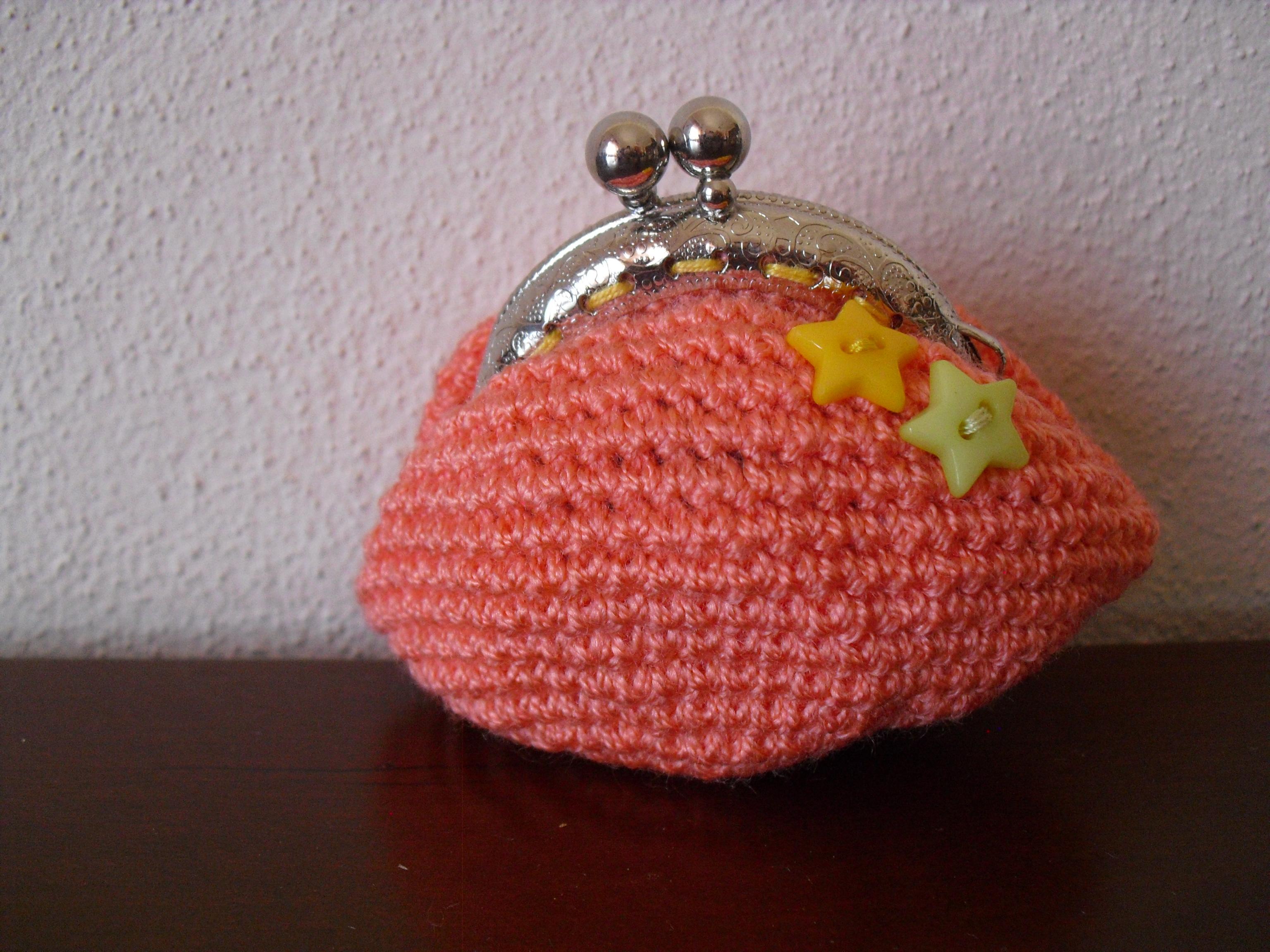 Bolsa salmão com dois botões em forma de estrela