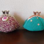 Bolsas em crochet cor vinho mesclado e verde