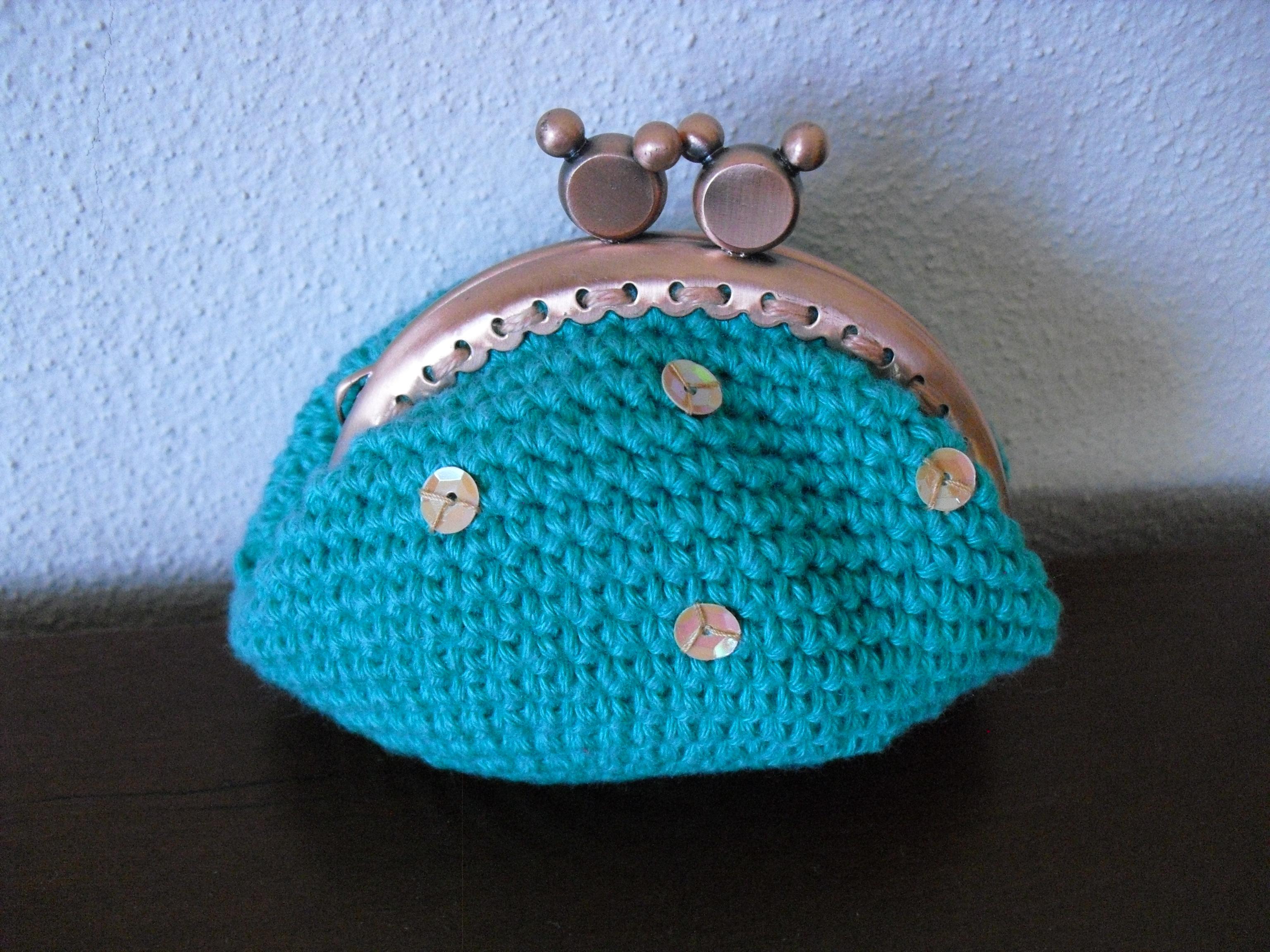 Bolsa verde com lantejoulas aplicadas