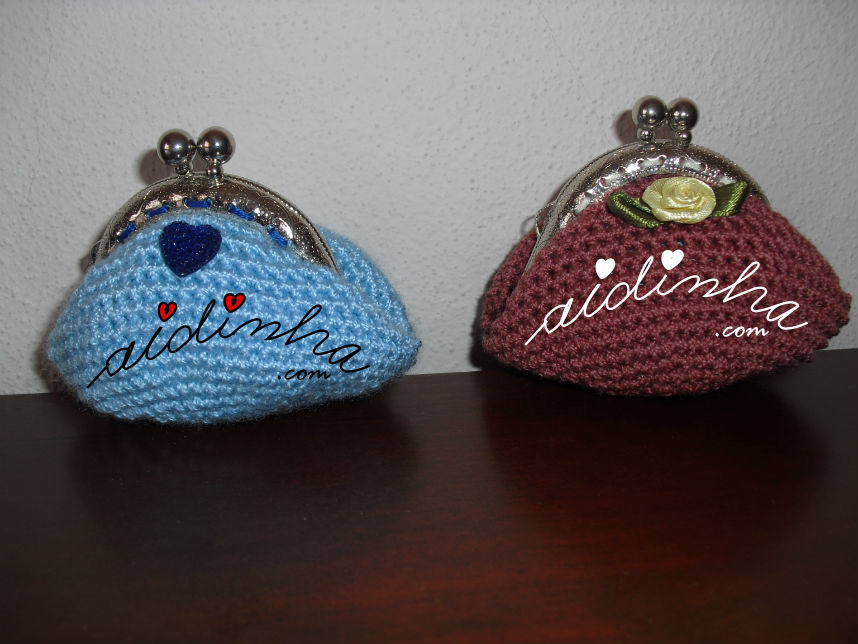 Bolsas redondas, em crochet, azul com coração e salmão escuro com flor amarela