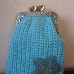Bolsa em crochet retangular azul turquesa com estrela