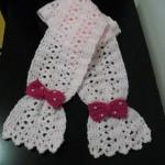 Cachecol infantil em crochet, rosa claro com lacinhos