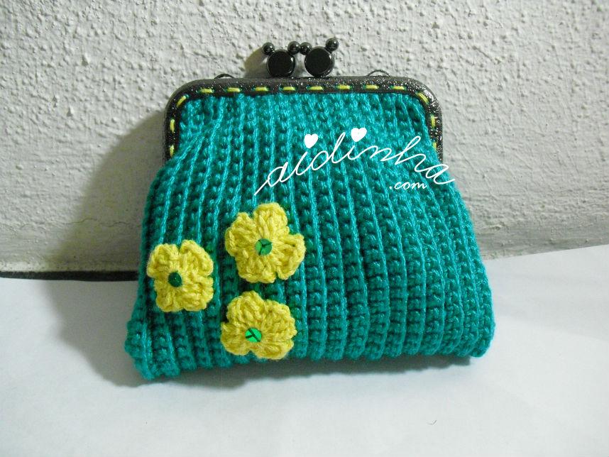 Bolsa, em crochet, verde mar com florinhas amarelas