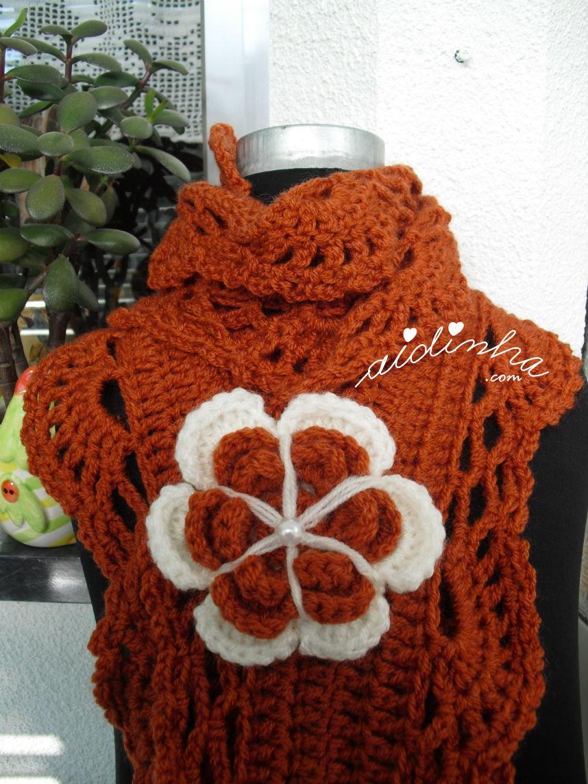 Flor grande do cachecol em crochet