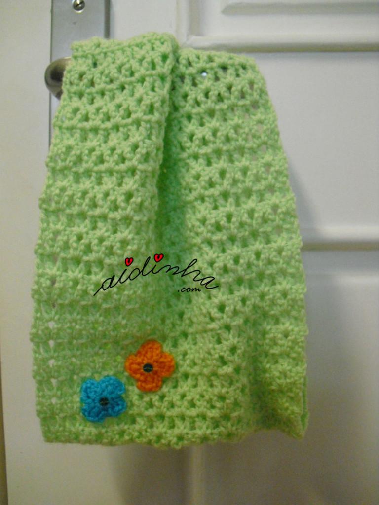 Gola infantil, em crochet, verde água com florinhas