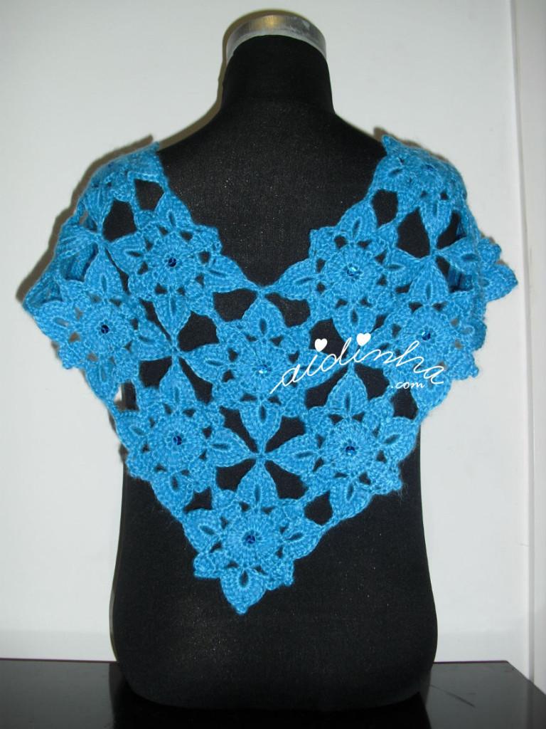 Pelerine em crochet, azul com lantejoulas