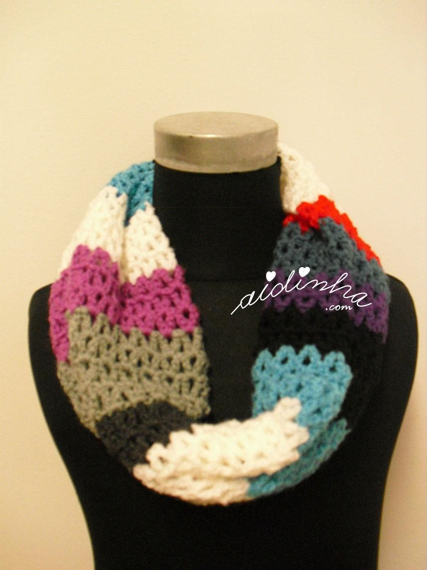 Outra vista das cores da gola de crochet
