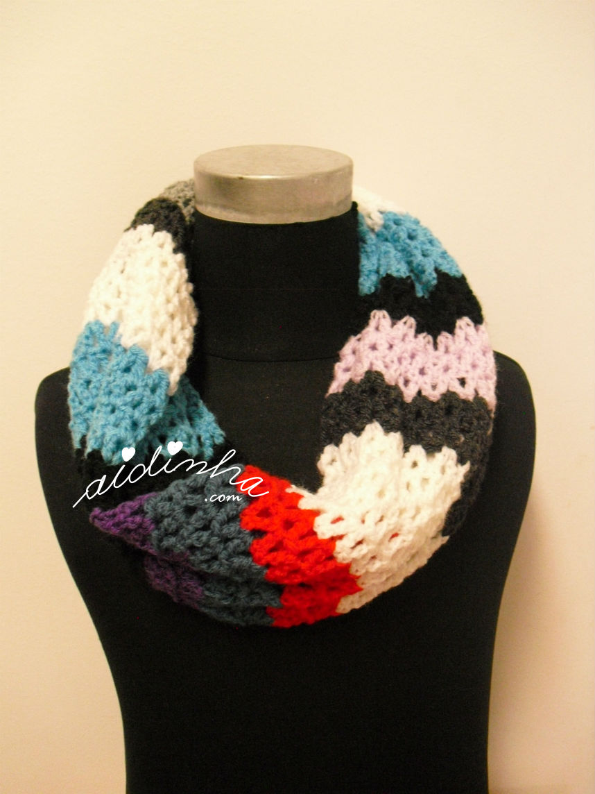 Outra variante das cores da gola em crochet