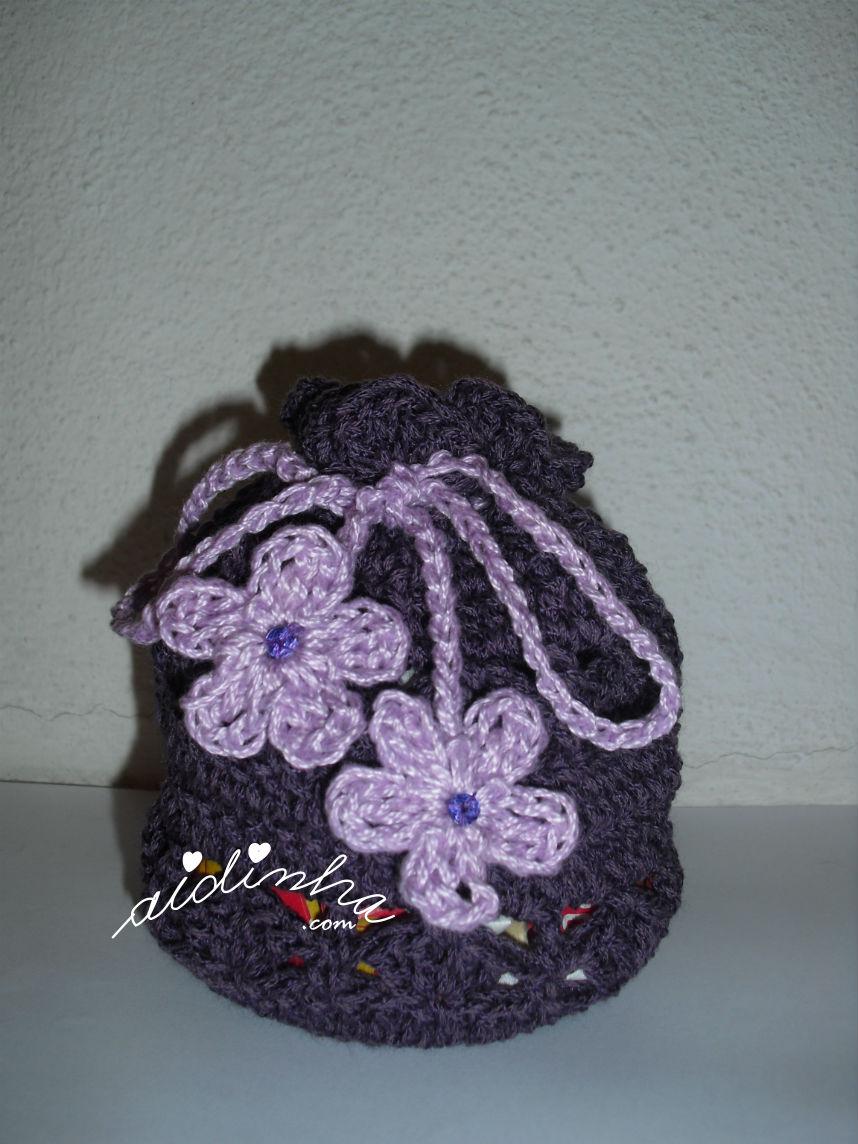 bolsa, em crochet, tipo saquinho, roxa e lilás