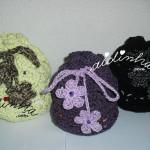 Bolsas em crochet, no feitio de saquinho