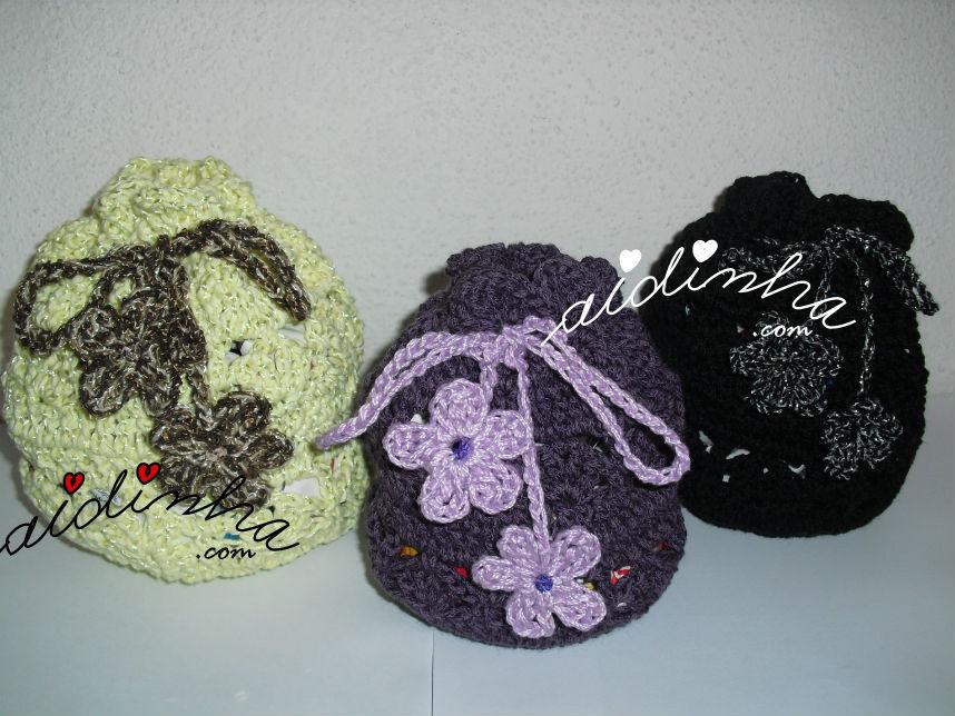 bolsas, em crochet, tipo saquinho