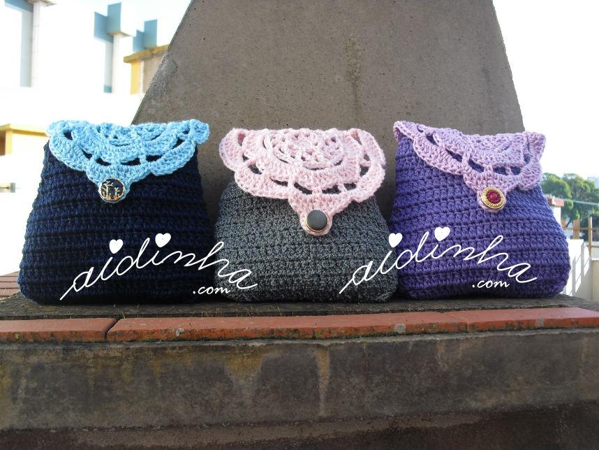 Bolsas em crochet, azul,cinzenta e roxa, com roseta na tampa