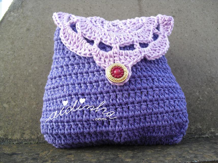 Bolsa em crochet, roxa com roseta lilás na tampa