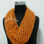 Gola rendada, em crochet, na cor salmão