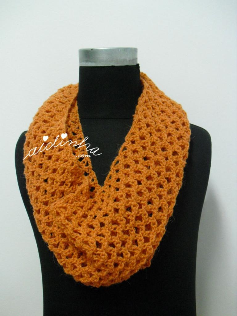 Gola, em crochet, cor salmão