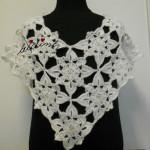 Pelerine, em crochet, branca com lantejoulas