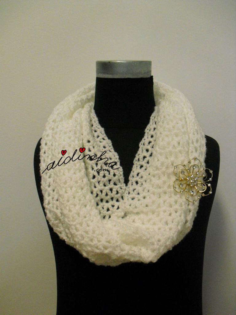 Gola rendada, em crochet, branca