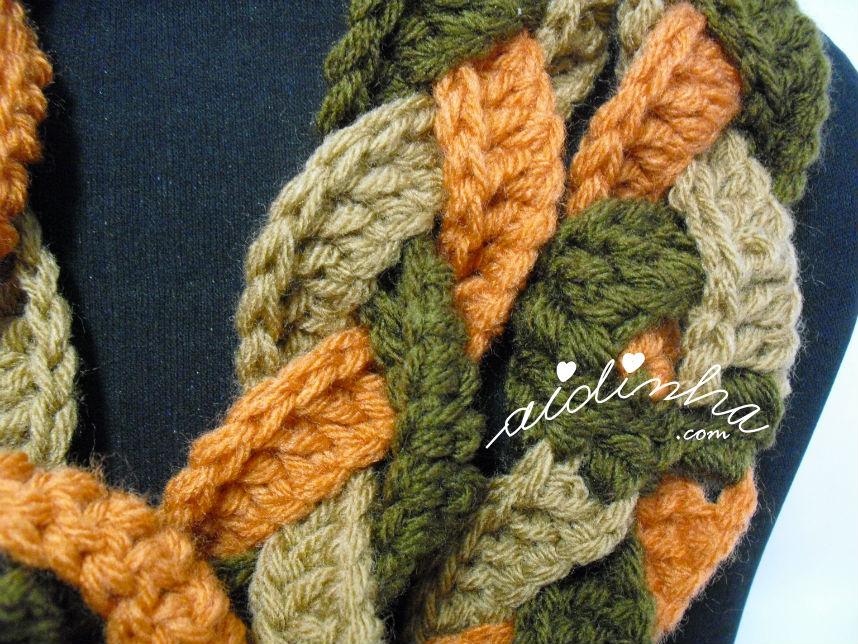 Mostra do ponto de crochet utilizado na gola de crochet entrançada