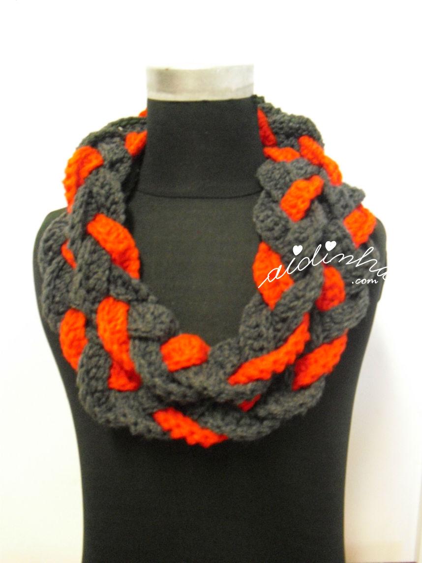 Gola em crochet, cinza e vermelho com duas voltas