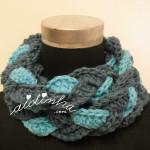"""Gola """"Rapunzel"""" em crochet, em dois tons de azul"""