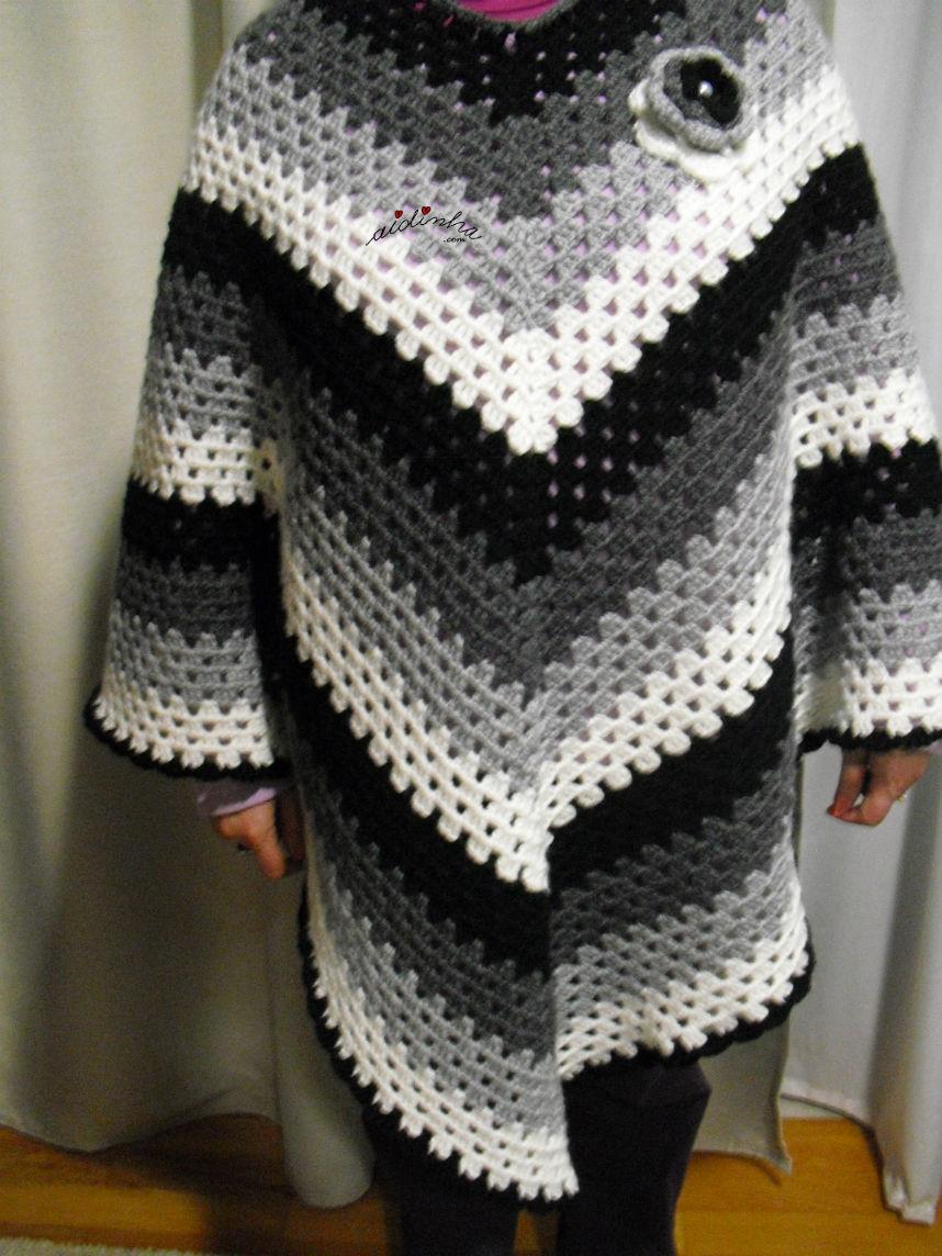 Poncho em crochet, vestido em mim