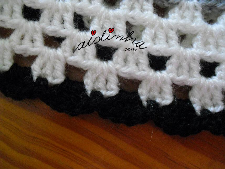 ponto de remate da última carreira do poncho de crochet