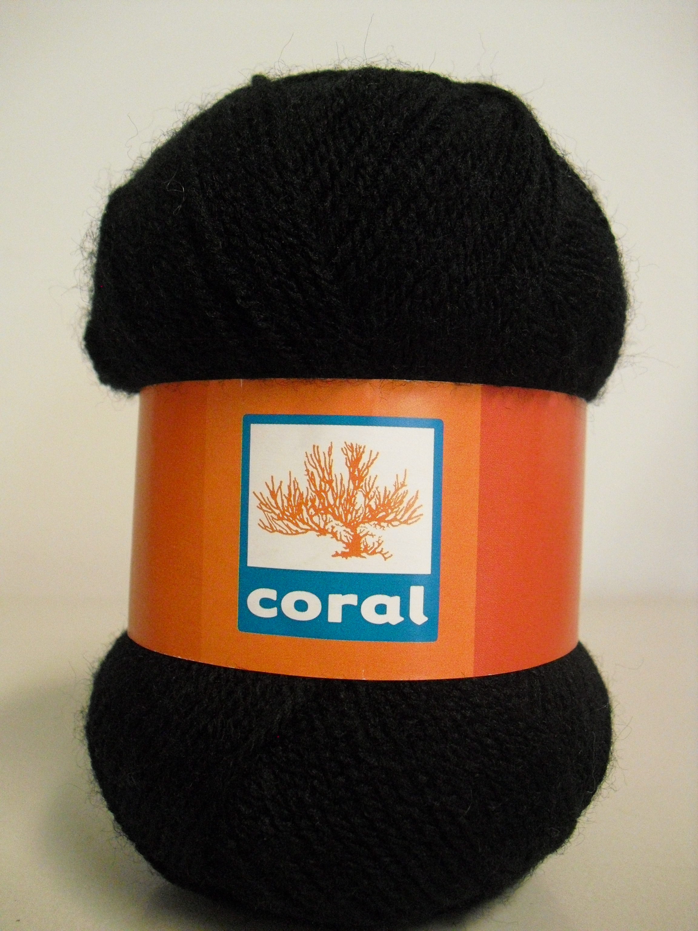 lã preta utilizada na gola rendada, em crochet, preta