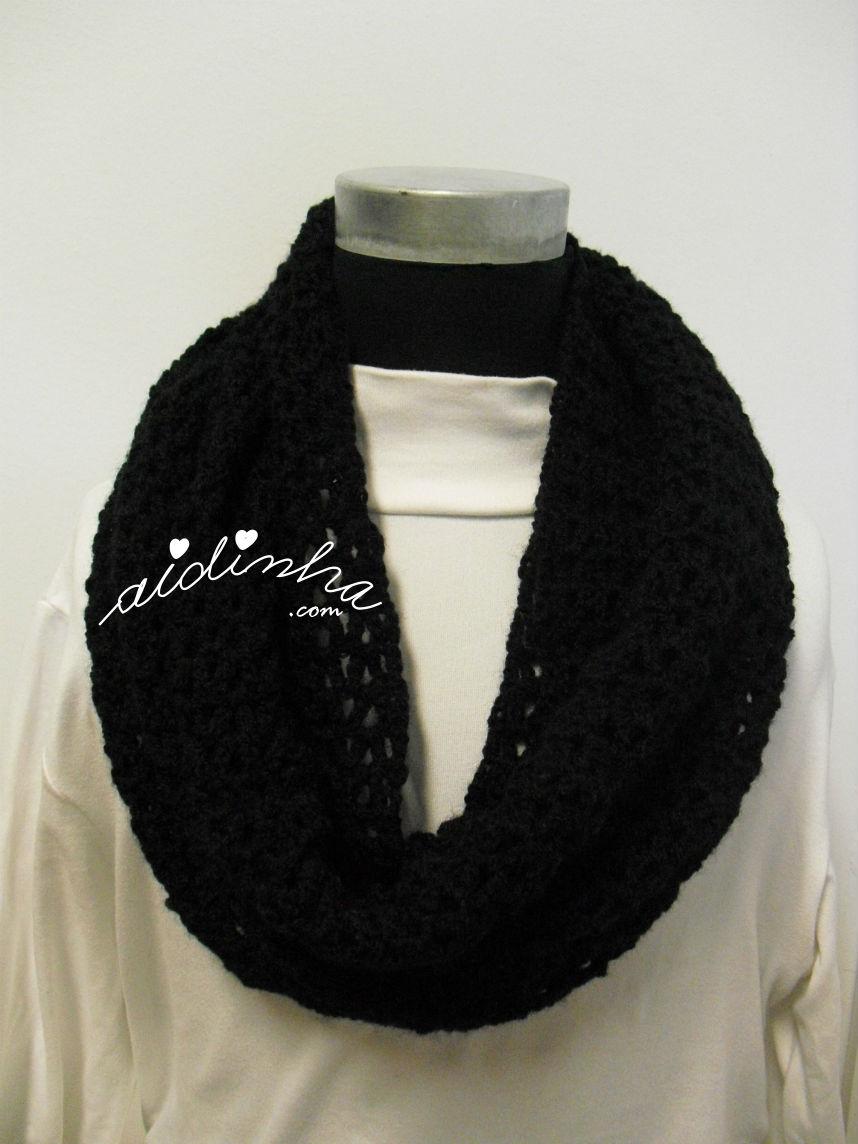 Gola rendada, em crochet, preta sem alfinete