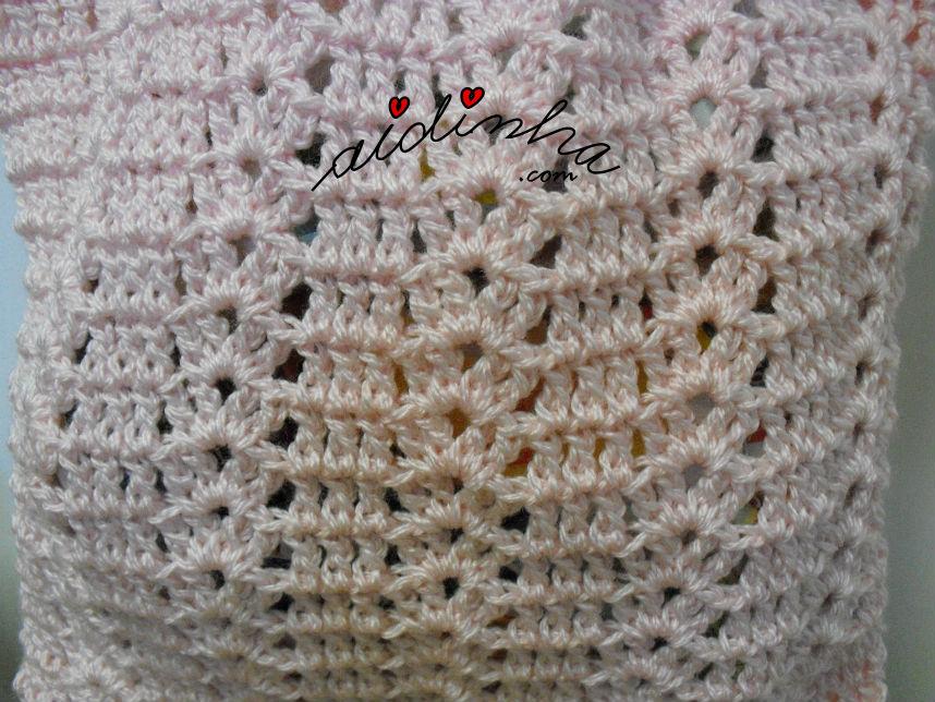 Pormenor do ponto de fantasia da bolsa em crochet, rosa