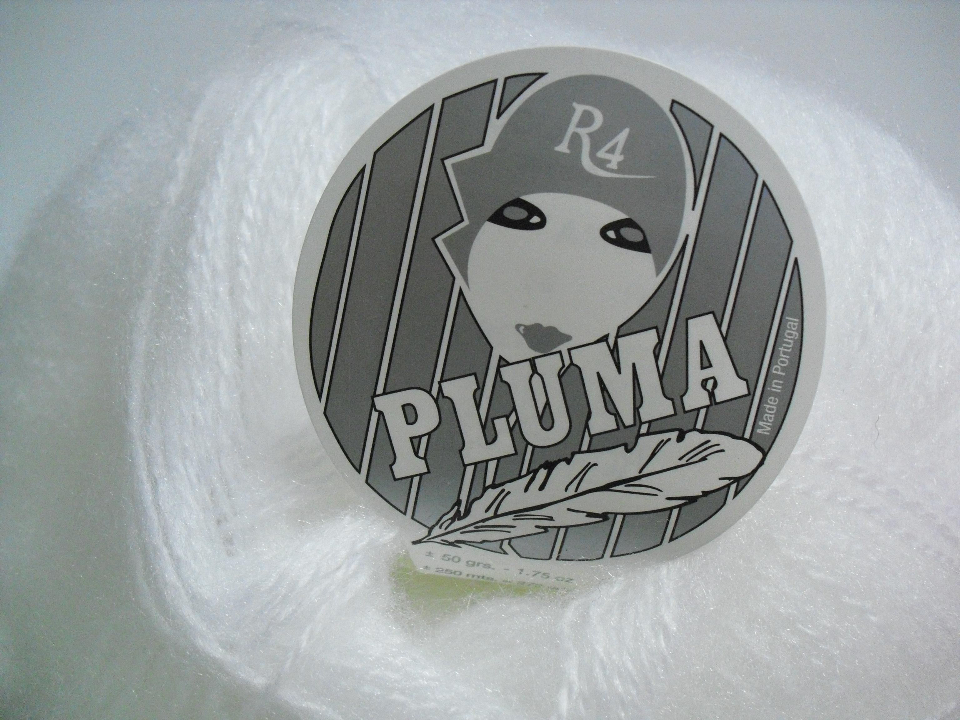 Lã utilizada na confecção da pelerine, em crochet, branca