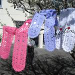 Cachecóis, em crochet, rendados, nas cores rosa, lilás e branco
