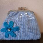 Bolsa em crochet, azul clara com flor azul turquesa