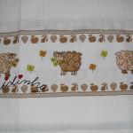 Pano cozinha/copa bordado em ponto cruz, com carneiritos