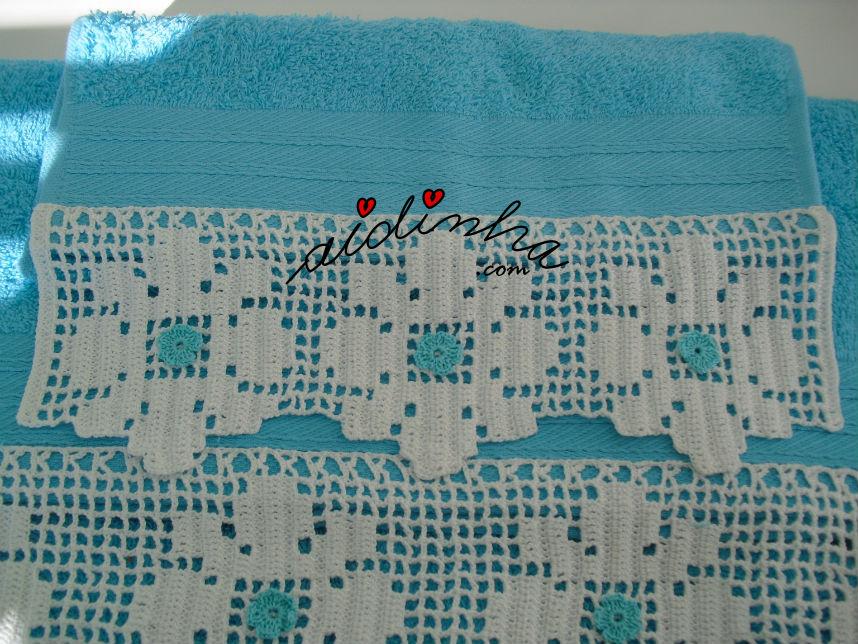 Vista aproximada da renda do conjunto toalhas banho