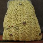 Bolsa em crochet, amarela com cristais dourados