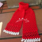 Cachecol infantil, em crochet, vermelho com florinhas brancas