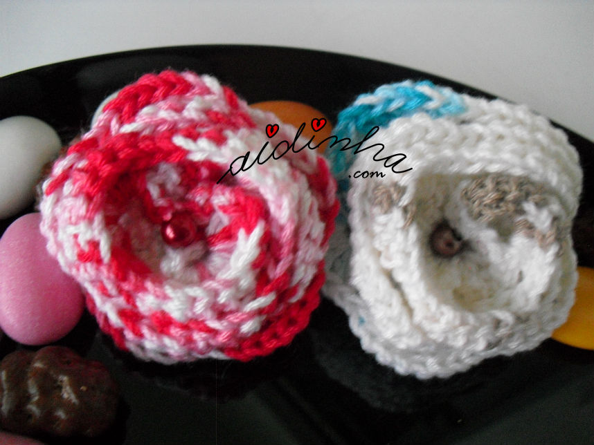 Vista de duas das pregadeiras de crochet