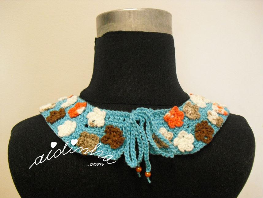 Parte detrás do colar de crochet, turquesa