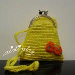 Bolsa infantil, em crochet, amarela com lacinho e alça