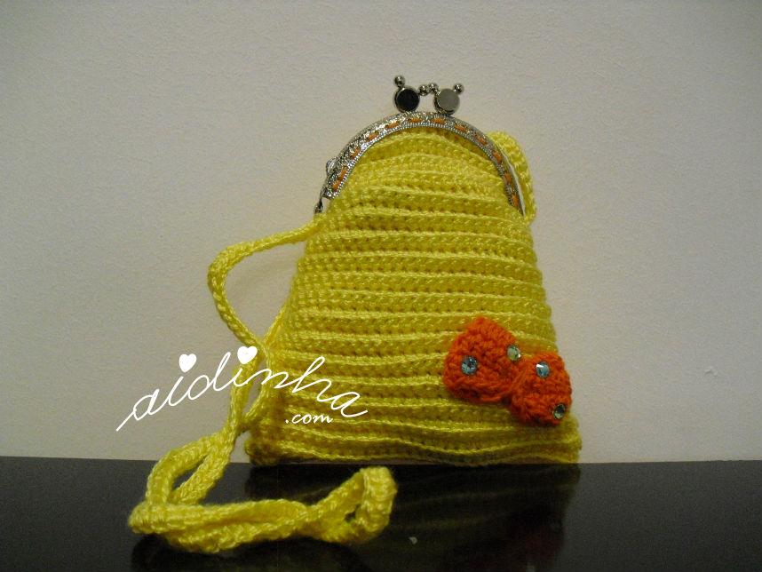 Bolsa infantil, em crochet, amarela com lacinho