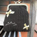 Bolsa em crochet, castanha com lacinhos dourados