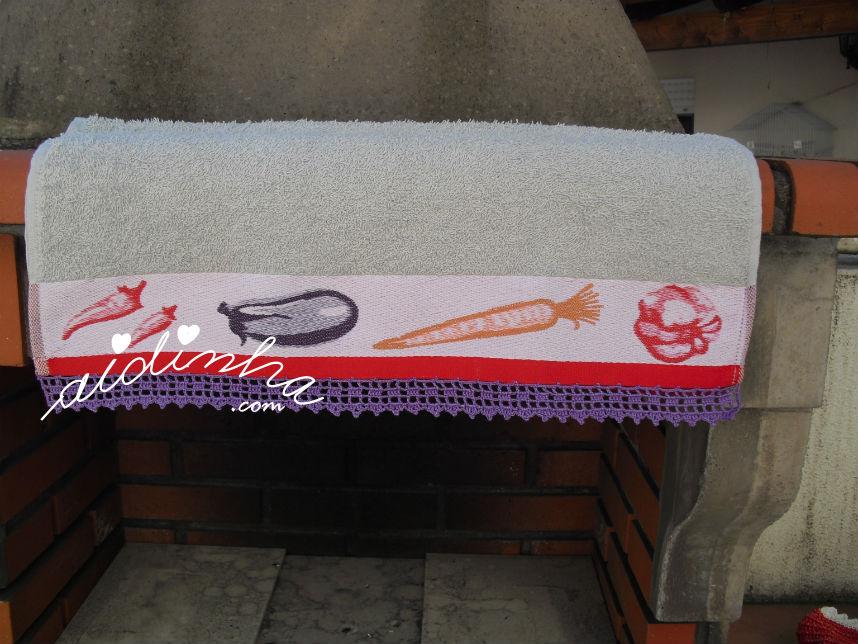 Pano cozinha/copa, com picô em crochet roxo