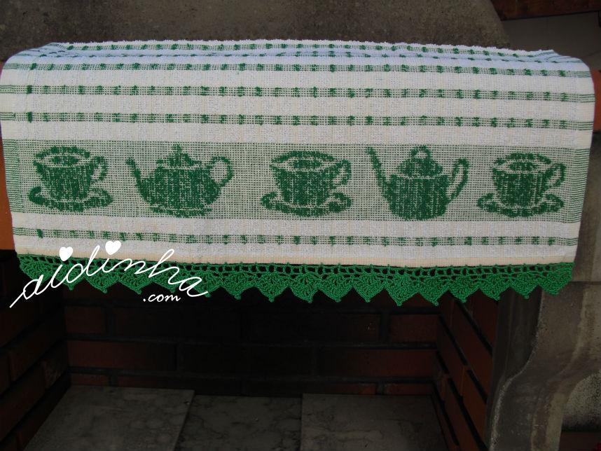 Pano de cozinha/copa, com picô em crochet verde