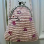Bolsa infantil, em crochet, rosa claro com florinhas