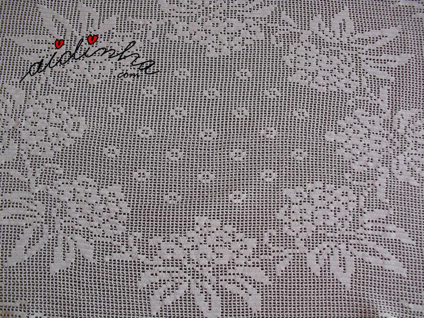 Vista do centro do naperon/caminho mesa de crochet