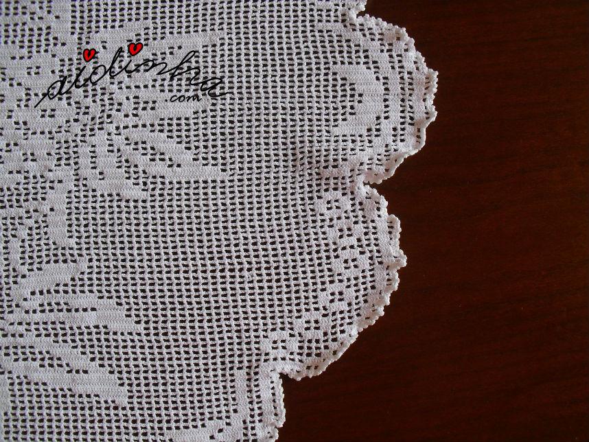 Pormenor do remate a toda a volta do naperon de crochet