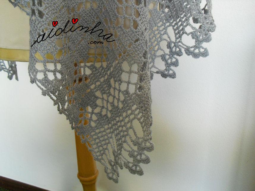 Caimento da barra de flores da estola, em crochet