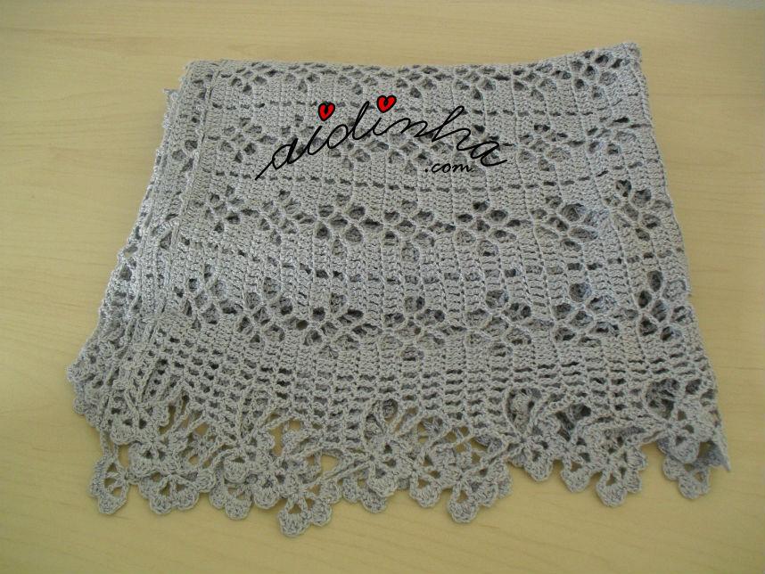 Foto da estola, de crochet, dobrada